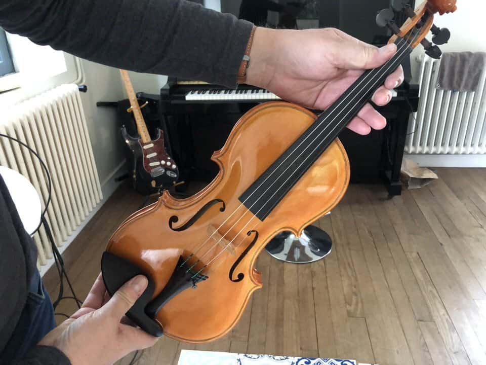 where to put your fingers on a violin or viola
